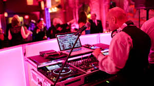 wedding dj choosing your wedding band or dj 2014 wedding tips videography