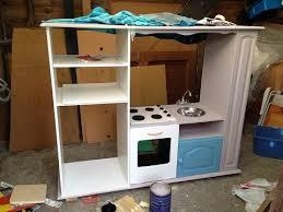 fabriquer une cuisine en bois pour enfant comment transformer un meuble tv en cuisinière pour enfants