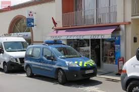 bureau de tabac cholet la séguinière un homme armé d un couteau attaque le bureau de tabac