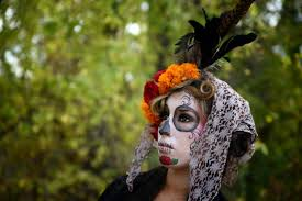 what is day of the dead and how is it different from halloween