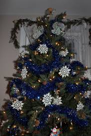 how to decorate a christmas tree to match your grandkids stylish
