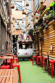 Hd Designs Outdoors by Best 25 Outdoor Cafe Ideas On Pinterest Backyard Cafe Outdoor