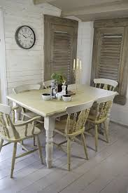 this 2 tone farmhouse dining set has been painted in annie sloan