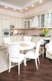 tisch küche ein runder esstisch ist die perfekte lösung bei platzmangel