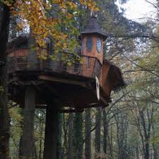 chambre dans les arbres chambre d hôtes domaine de la grande noë cabanes dans les arbres à