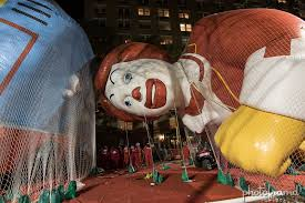 2016 macy s thanksgiving day parade nyc balloon inflation