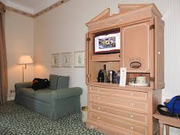 chambre disneyland hotel grande chambre mini bar mais tv picture of disneyland