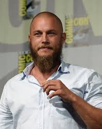 travis fimmel hair for vikings travis fimmel photos photos vikings at comic con international