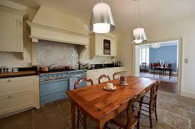 cuisine dans maison ancienne cuisine moderne maison bourgeoise chaios com
