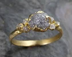 verlobungsringe gold diamant die besten 25 ungeschliffener diamant ideen auf kreis