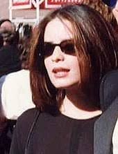 holly marie combs wikipedia