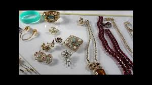 beginners guide to reselling vintage costume jewelry on ebay