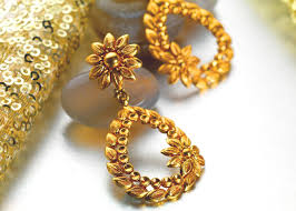 gold ear ring image buy gold earrings in pune p n gadgil and sons