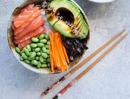 avocat cuisine bol sushi à l avocat saumon et edamames cuisine