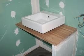 comment poser un plan de travail dans une cuisine nouvelle photo comment fixer une vasque sur un plan de travail image