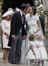 pippa middleton chose giles deacon for wedding dress daily mail