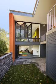 houses for narrow lots house on narrow lot maximizes space and daylight
