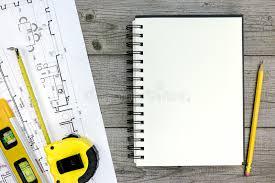 bloc note sur bureau projet architectural avec les outils et le bloc notes sur le bureau