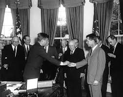 ar6596 a president john f kennedy signs circuit and district