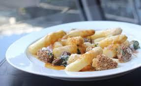 cuisiner asperges fraiches recette d asperges aux morilles par frédéric vardon