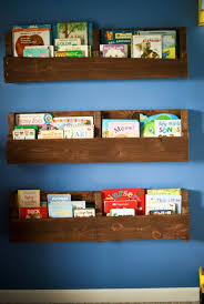 Corner Bookcase Woodworking Plans by Best 25 Pallet Bookshelves Ideas On Pinterest Pallets Pallet