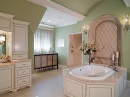 Girls Bathroom Decorating Ideas by Pin Up Bathroom Decor White Bathtub Cream Color Ceramics