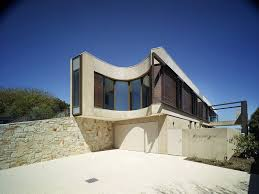 strangely shaped beach house on a narrow lot