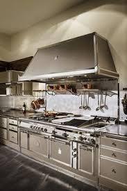 cuisine design rotissoire une cuisine de malouinière dans le style la cornue grande hotte