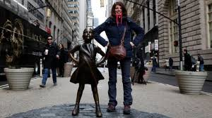 statue faces wall street bull to fight gender inequality