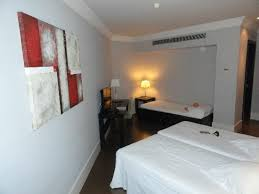 hotel barcelone avec dans la chambre la chambre avec les trois lits picture of condado hotel