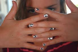 how to paint fun designs on fingernails she cocoa or so she