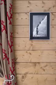 lampe de chevet montagne décoration chalet montagne bois rideau et tableau salon et