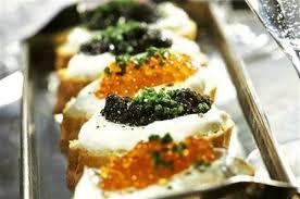 canapé saumon canapés au caviar et oeufs de saumon