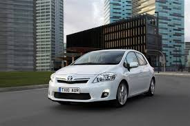 toyota auris used car toyota auris hybrid 2010 2013 used car review car review