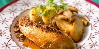 cuisine chapon roti chapon rôti aux cèpes facile recette sur cuisine actuelle