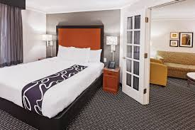 Rooms To Go Outlet Tx by La Quinta Inn U0026 Suites Dallas Addison Galleria Near Addison Airport
