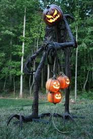 Create Easy Outdoor Halloween Decorations by Best 25 Scary Halloween Decorations Ideas On Pinterest Spooky