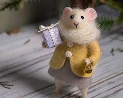 needle felted mouse christmas mouse mouse with a christmas