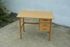 marguerite bureau bureau pour tout petit diy transformer un lit de bacbac en bureau