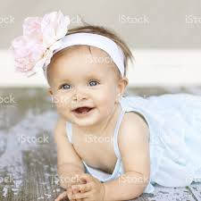 big flower headbands baby girl with big flower headband stock photo 184617040 istock