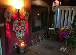 day of the dead deocrating dia de los muertos decorating the