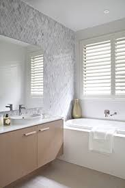 clarendon homes terracedale 28 tiled feature wall and bath tub