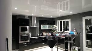 faux plafond cuisine spot plafond tendu blanc laqué à allauch posé sur des profilés invisibles