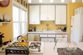 cuisine moderne jaune idée déco cuisine une déco cuisine moderne en jaune et gris