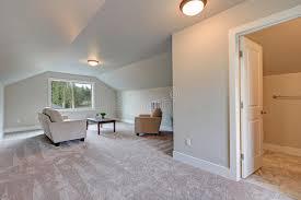 pittura soffitto interno della stanza di famiglia soffitto arcato con colore