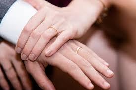 alliances homme quels styles d alliances choisir pour mariage luxebytrendy