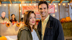 the hallmark channel s bringing back all your fave 90s actors for