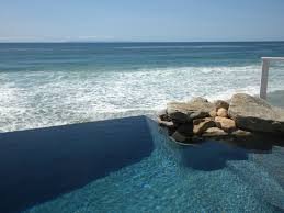 natural view of infinity pool at marina bay sands skypark