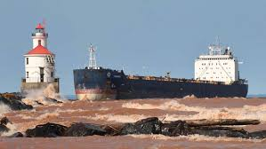 video captain fought to keep freighter on course in duluth ship