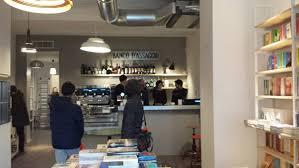 libreria lambrate libreria verso a non libri ma anche bar negozi a